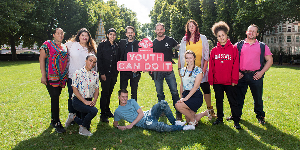 Tom Hardy, Dynamo and Young Ambassadors holding Youth Can Do It board